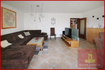 Helle 3-Zimmerwohnung-Wohnung im 1.OG mit Balkon mitten in Frechen-Habbelrath, 50226 Frechen / Habbelrath, Etagenwohnung