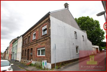 Mehrgenerationenhaus mitten in Bedburg mit gemütlichem Innenhof und großer Doppelgarage, 50181 Bedburg, Reiheneckhaus